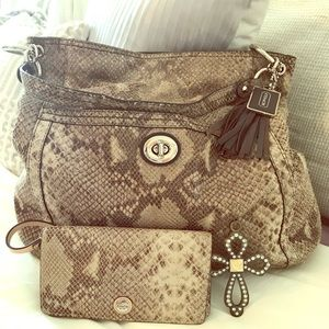 Coach hobo bag & wallet! Buy both & save $15!